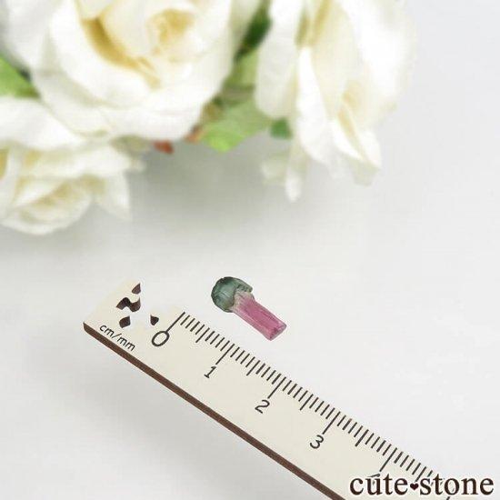 マダガスカル産 不思議な形のトルマリンの結晶 0.4gの写真3 cute stone