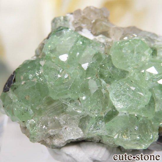 タンザニア産 ツァボライト&ダイオプサイトの母岩付き結晶(原石) 32.5ct
