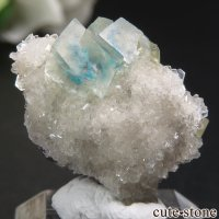 インド プネー Wagholi産 カバンサイトインカルサイトの母岩付き結晶(原石) 3.4gの画像