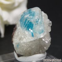 インド プネー Wagholi産 カバンサイトインカルサイトの母岩付き結晶(原石) 1.5gの画像