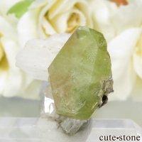 パキスタン Tormiq valley産 スフェーン&アルバイトの結晶(原石) 3.7gの画像