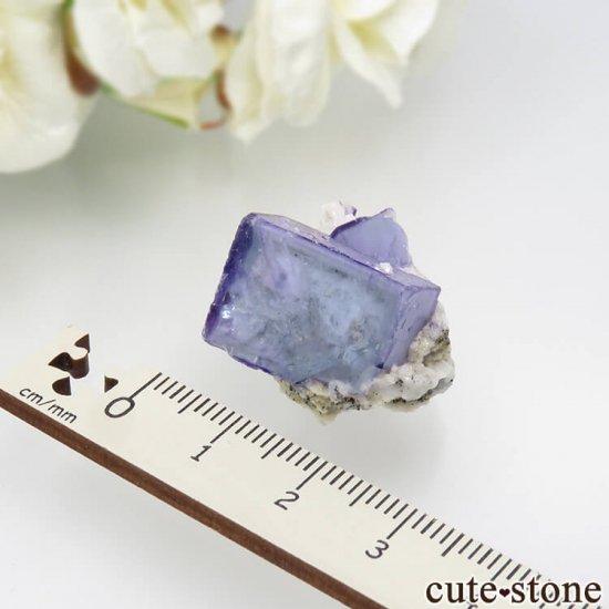 ヤオガンシャン産 ブルーフローライト&チャルコパイライト 11.8gの写真3 cute stone