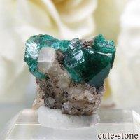 カザフスタン産のダイオプテーズの母岩付き結晶(原石)0.8gの画像