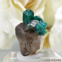 カザフスタン産のダイオプテーズの母岩付き結晶(原石)1.2gの画像