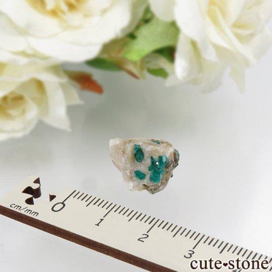 カザフスタン産のダイオプテーズの母岩付き結晶(原石)2.3gの写真2 cute stone