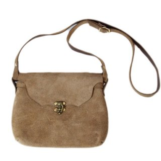 <img class='new_mark_img1' src='//img.shop-pro.jp/img/new/icons47.gif' style='border:none;display:inline;margin:0px;padding:0px;width:auto;' />Fernand Leather Horizontal Latch Pouch Medium - Beige Suede