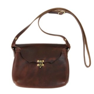 <img class='new_mark_img1' src='//img.shop-pro.jp/img/new/icons14.gif' style='border:none;display:inline;margin:0px;padding:0px;width:auto;' />Fernand Leather Horizontal Latch Pouch Medium - Brown