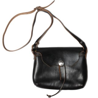 <img class='new_mark_img1' src='//img.shop-pro.jp/img/new/icons47.gif' style='border:none;display:inline;margin:0px;padding:0px;width:auto;' />Fernand Leather Horizontal Concho Pouch Medium - Black