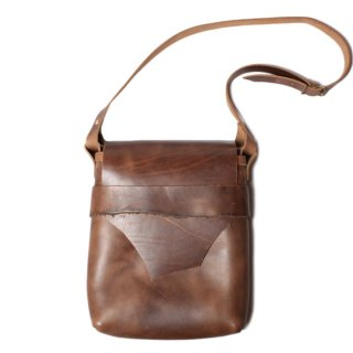 <img class='new_mark_img1' src='//img.shop-pro.jp/img/new/icons14.gif' style='border:none;display:inline;margin:0px;padding:0px;width:auto;' />Fernand Leather Kelly Pouch Large Natural