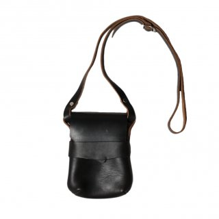<img class='new_mark_img1' src='https://img.shop-pro.jp/img/new/icons14.gif' style='border:none;display:inline;margin:0px;padding:0px;width:auto;' />Fernand Leather Kelly Pouch Small - Black