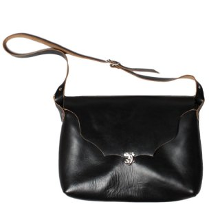 <img class='new_mark_img1' src='https://img.shop-pro.jp/img/new/icons47.gif' style='border:none;display:inline;margin:0px;padding:0px;width:auto;' />Fernand Leather Horizontal Latch Pouch Large Black