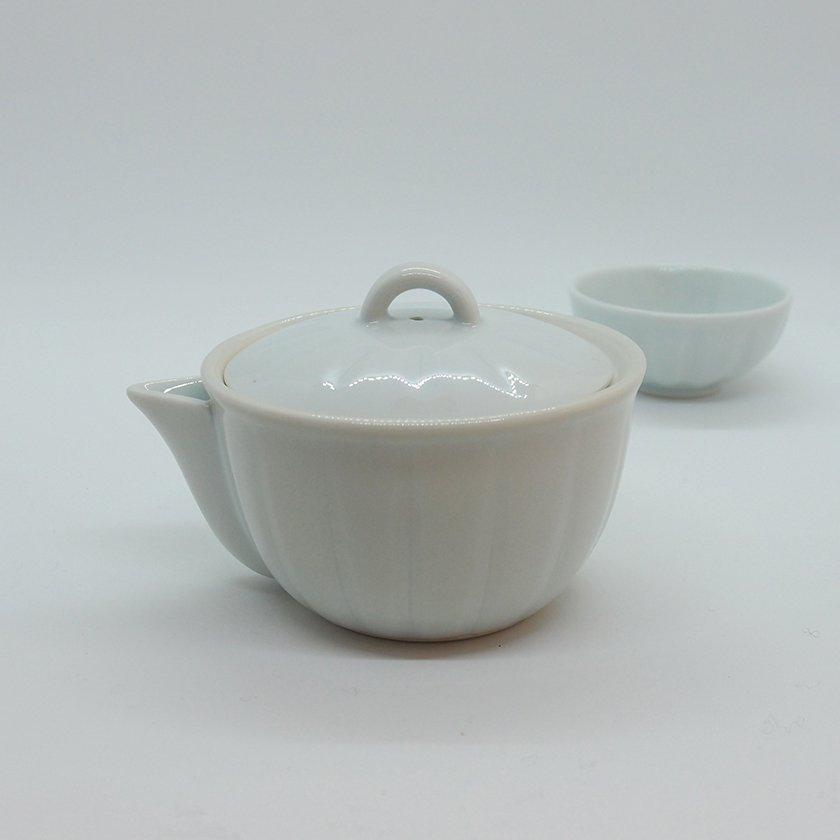 白磁縦線彫宝瓶(波佐見焼)