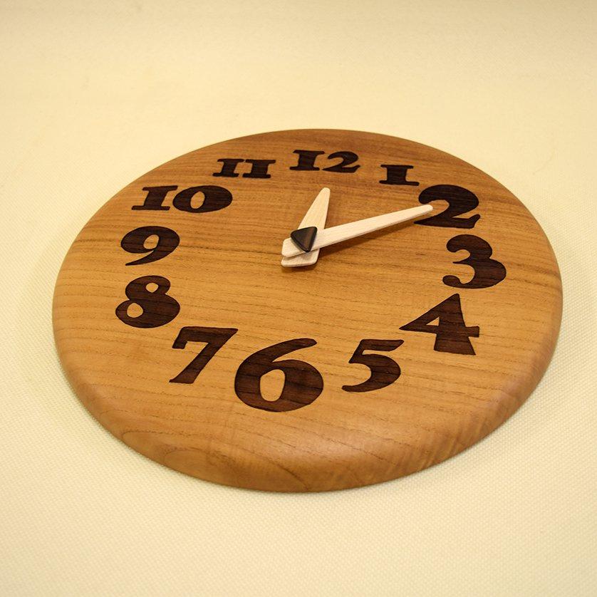 <img class='new_mark_img1' src='https://img.shop-pro.jp/img/new/icons3.gif' style='border:none;display:inline;margin:0px;padding:0px;width:auto;' />木の時計「nori nori」 ケヤキ(欅) クォーツ clock-no-01-keyaki