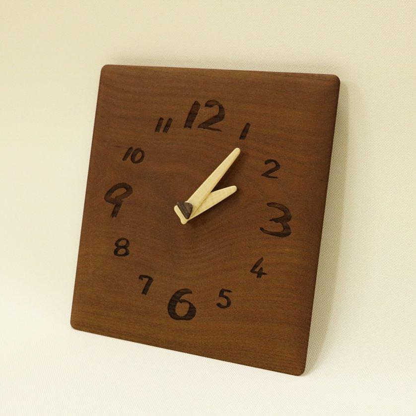 <img class='new_mark_img1' src='https://img.shop-pro.jp/img/new/icons3.gif' style='border:none;display:inline;margin:0px;padding:0px;width:auto;' />木の時計「ozabu(おざぶ)」 桑(くわ) クォーツ clock-oz-01