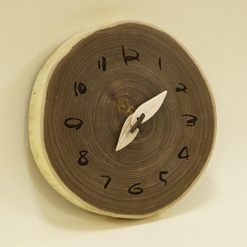 <img class='new_mark_img1' src='https://img.shop-pro.jp/img/new/icons3.gif' style='border:none;display:inline;margin:0px;padding:0px;width:auto;' />木の時計 『切り株時計』  エンジュ クォーツ clock-k-29
