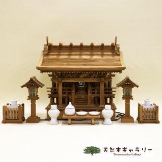 <span class='ic03'>送料無料</span>【神棚(神殿)】流れ屋根三社<欅> 中 木製付属品付セット kamidana-keyaki-nagare3-m-set