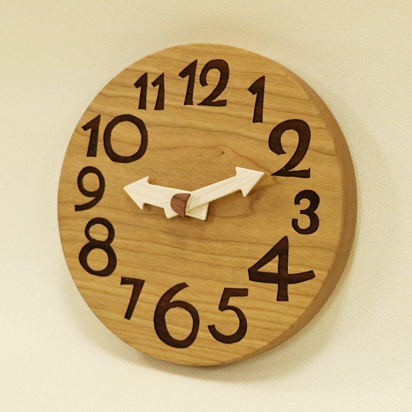 <img class='new_mark_img1' src='https://img.shop-pro.jp/img/new/icons3.gif' style='border:none;display:inline;margin:0px;padding:0px;width:auto;' />木の時計「conma(コンマ)」 ブラックチェリー クォーツ clock-c-85-bc 【売約済み!】