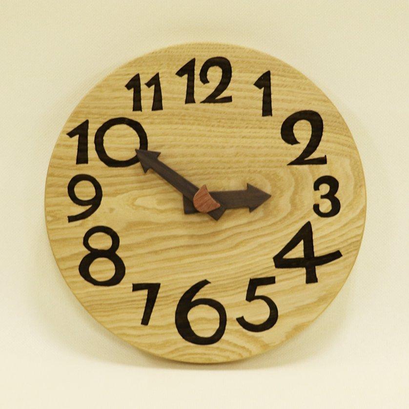 <img class='new_mark_img1' src='https://img.shop-pro.jp/img/new/icons1.gif' style='border:none;display:inline;margin:0px;padding:0px;width:auto;' />木の時計「nami(なみ)」 栗(くり) クォーツ clock-n-09-kuri