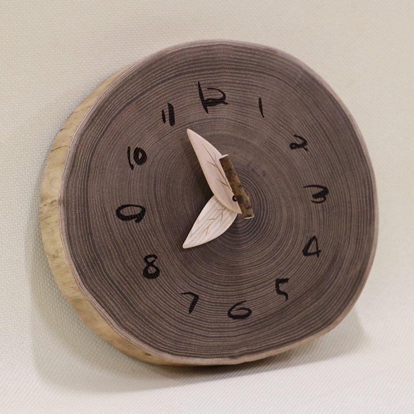 <img class='new_mark_img1' src='https://img.shop-pro.jp/img/new/icons3.gif' style='border:none;display:inline;margin:0px;padding:0px;width:auto;' />木の時計 『切り株時計』  エンジュ クォーツ clock-k-02