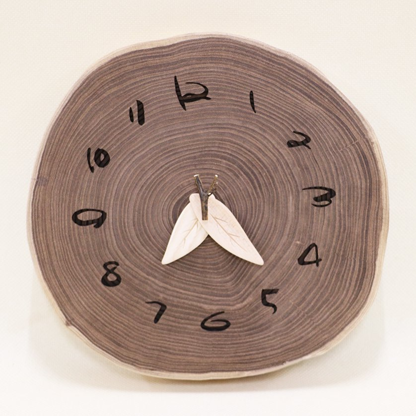<img class='new_mark_img1' src='https://img.shop-pro.jp/img/new/icons3.gif' style='border:none;display:inline;margin:0px;padding:0px;width:auto;' />木の時計 『大きな切り株時計』  エンジュ クォーツ clock-kl-06