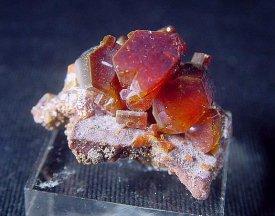 Vanadanite:バナジン鉛鉱(モロッコ産)