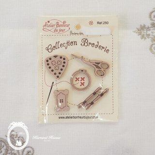 フランス製ボタンパーツ◆コレクション・ブロドゥリー(5種類の刺繍モチーフ)