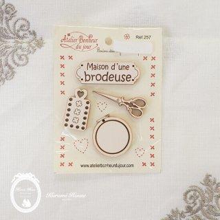 フランス製ボタンパーツ◆メゾン・ブロドゥリー(4種類の刺繍モチーフ)【クリーム】