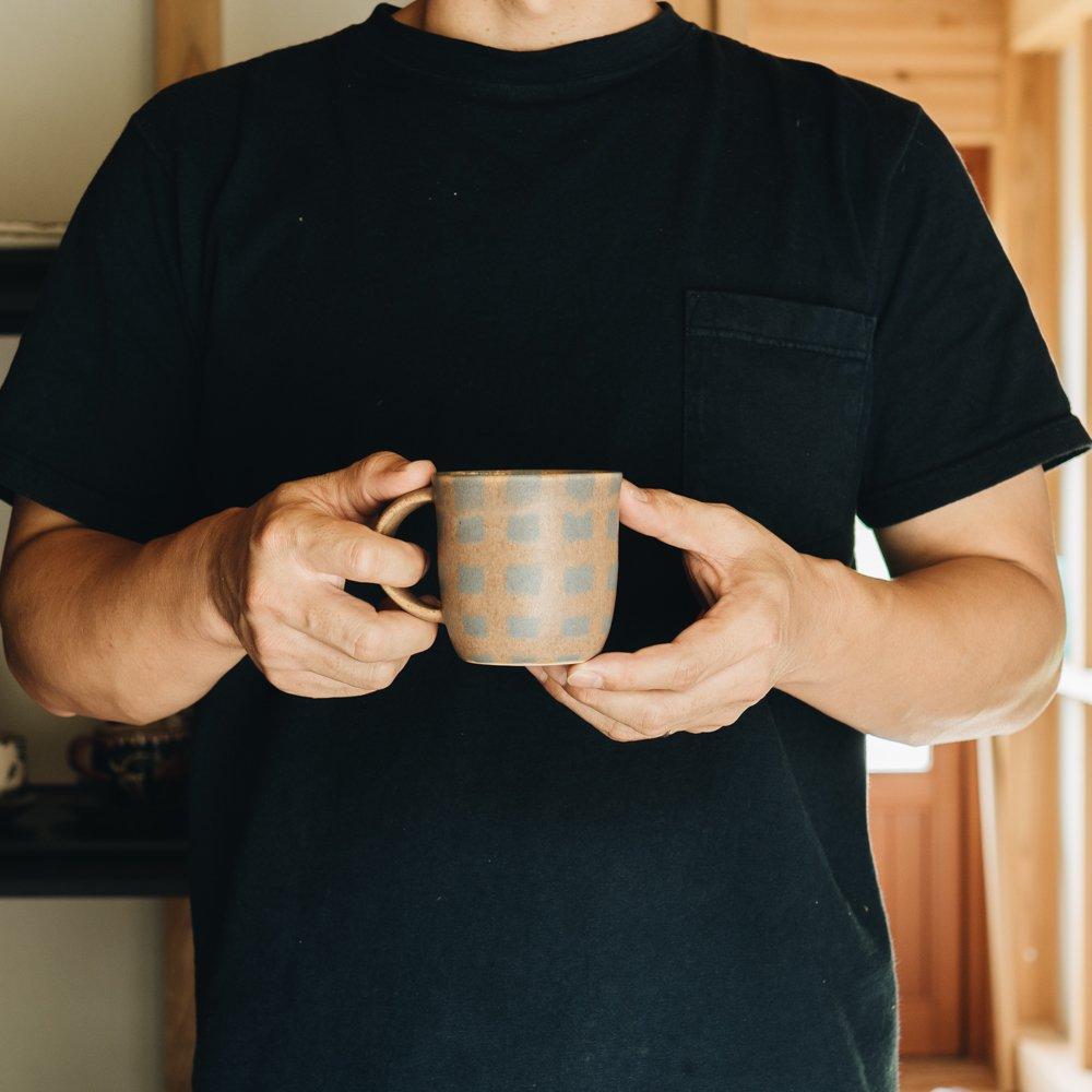 古川まみ チェック柄マグカップ