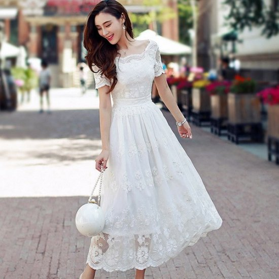 リゾート マキシワンピース コーデ アンティーク風 ホワイト 白 レース 半袖 ドレス