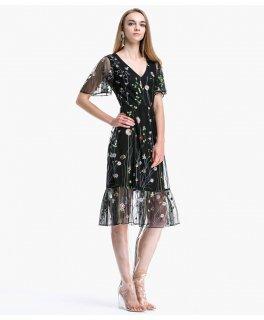 リゾートウェディングのゲストドレスにも♪ボタニカル刺繍の膝丈ワンピース 2色
