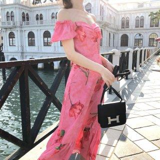 リゾート感あふれる華やかデザイン♪オフショル花柄マキシワンピース