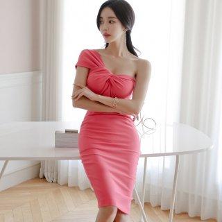 トレンドのワンショルダーデザイン◇ボディコンシャス タイトワンピース ドレス 2色