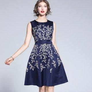 上品華やかなフラワー刺繍◇ノースリーブ フレアワンピース ドレス 大きいサイズ