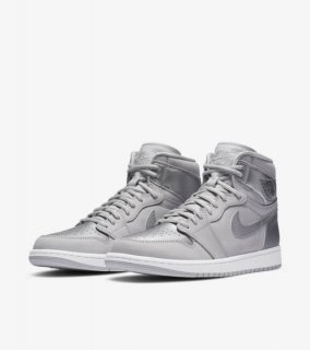 <img class='new_mark_img1' src='//img.shop-pro.jp/img/new/icons1.gif' style='border:none;display:inline;margin:0px;padding:0px;width:auto;' />AIR JORDAN 1 RETRO HIGH OG CO.JP TOKYO《Neutral Grey/White/Metallic Silver》※ブリーフケースなし