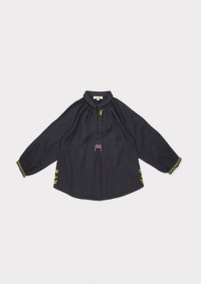 <img class='new_mark_img1' src='https://img.shop-pro.jp/img/new/icons20.gif' style='border:none;display:inline;margin:0px;padding:0px;width:auto;' />CARAMEL  HADDON  ENBROIDERED  BLOUSE / DARK SLATE  50%off