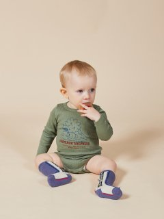 <img class='new_mark_img1' src='https://img.shop-pro.jp/img/new/icons14.gif' style='border:none;display:inline;margin:0px;padding:0px;width:auto;' />BOBO CHOSES  Baby   Dino Long Sleeve Body 6-12m last one!