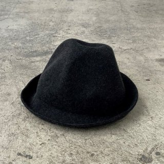 <img class='new_mark_img1' src='https://img.shop-pro.jp/img/new/icons14.gif' style='border:none;display:inline;margin:0px;padding:0px;width:auto;' />MOUN TEN.    mountain hat / charcoal.   M last one!
