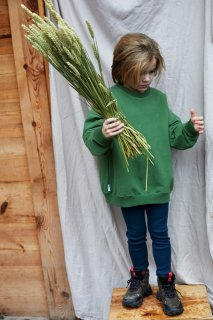 <img class='new_mark_img1' src='https://img.shop-pro.jp/img/new/icons14.gif' style='border:none;display:inline;margin:0px;padding:0px;width:auto;' />MINGO  Oversized sweater   /  moss green 4-6y  last one!