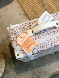 <img class='new_mark_img1' src='https://img.shop-pro.jp/img/new/icons14.gif' style='border:none;display:inline;margin:0px;padding:0px;width:auto;' />Olli Ella    SEE-YA  SUITCASE /  PRAIRIE FLORAL