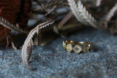 Leaf diamond ring