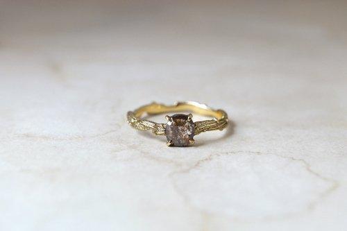 Meguru_インクルーデッドダイヤのリング