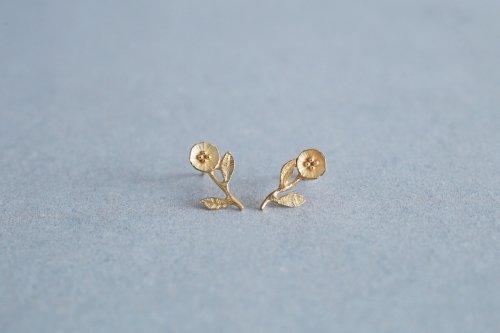Petit flower earrings