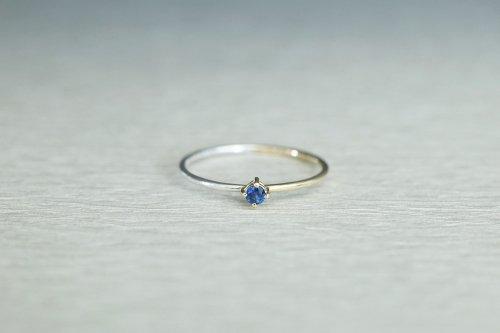 Half gold ring + sapphire