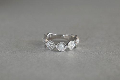 Leaf ring + Ice color diamond