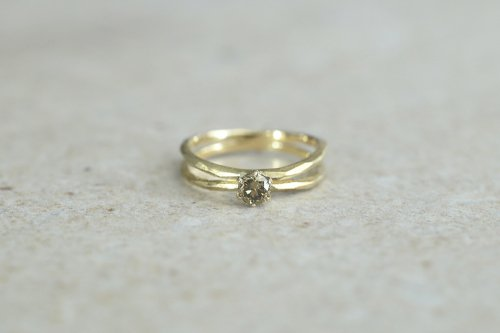 Rough cut +olive diamond ring / double arms