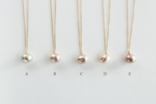 Metallic pearl necklace