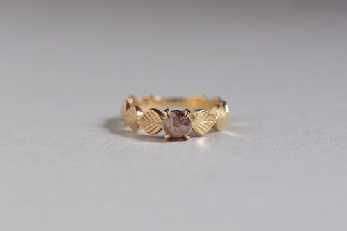 Leaf ring + rosecut diamond ( red ) / K18
