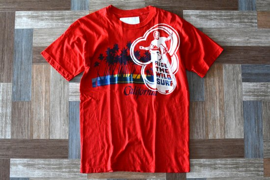 <img class='new_mark_img1' src='https://img.shop-pro.jp/img/new/icons6.gif' style='border:none;display:inline;margin:0px;padding:0px;width:auto;' />ROLLAND BERRY CREATE USA製 SURF Tシャツ レッド (メンズ古着)
