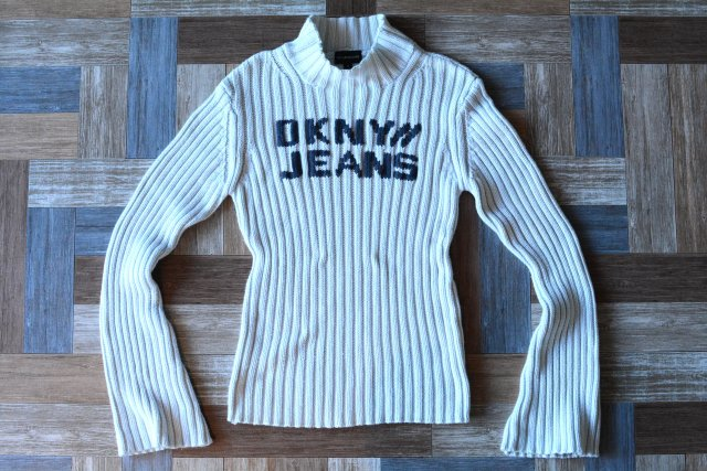<img class='new_mark_img1' src='https://img.shop-pro.jp/img/new/icons6.gif' style='border:none;display:inline;margin:0px;padding:0px;width:auto;' />90's Vintage DKNY JEANS モックネック フレアスリーブ コットンニット セーター アイスブルー (レディース古着)