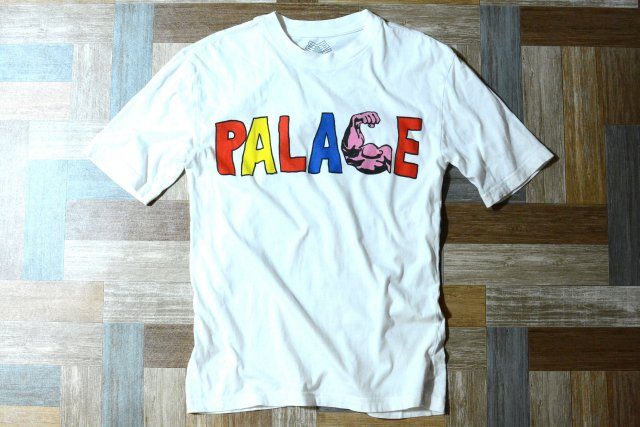 <img class='new_mark_img1' src='https://img.shop-pro.jp/img/new/icons12.gif' style='border:none;display:inline;margin:0px;padding:0px;width:auto;' />PALACE SKATEBOARDS マッスル Tシャツ ホワイト (メンズ古着)